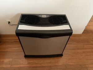 Humidifier by Aircare for Sale in Lynnwood, WA
