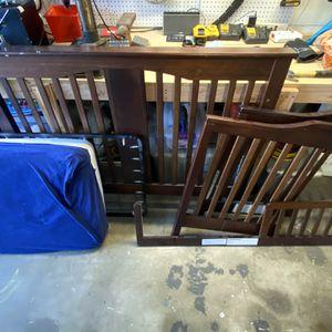 Espresso Baby Crib w Mattress for Sale in Downey, CA