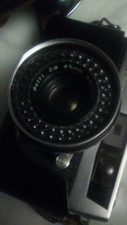 Vintage PETRI 45mm DSLR Camera for Sale in Denver,  CO