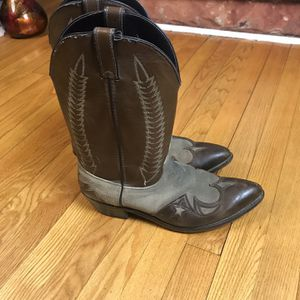 LAREDO MENS BLACK LEATHER WESTERN/COWBOY BOOTS SZ 12 D Pre-Owned Some Signs of wear for Sale in Rock Cave, WV