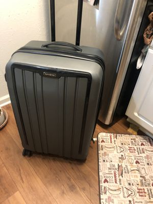 Samsonite suit case size Xlarge for Sale in Greensboro, NC
