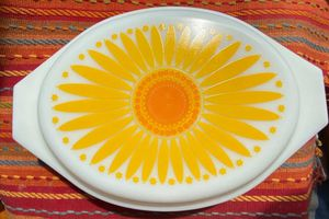 Vintage Pyrex Sunflower Daisy Retro 1.5 Qt. Divided Casserole Dish for Sale in Palos Hills, IL