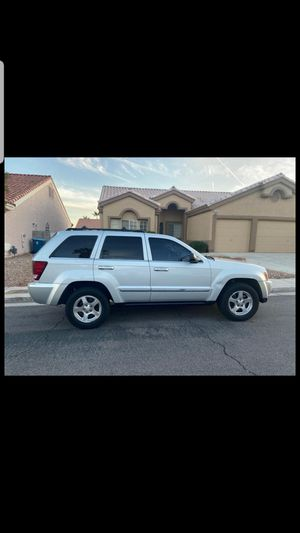 05 Jeep Grand Cherokee Laredo Sport for Sale in Las Vegas, NV