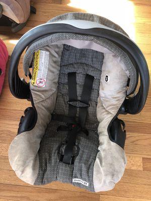 SNUG RIDE 35 infant car seat for Sale in Lanham, MD