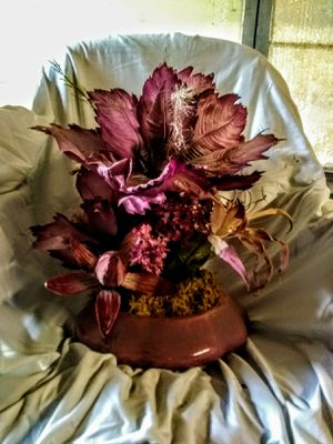 Awesome Centerpiece of Silks for Sale in Plant City, FL