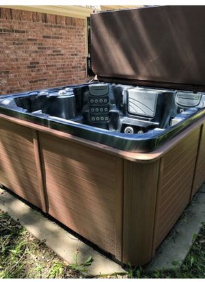Hot Tub for Sale in Lakeside, TX