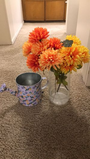 2 bunches of flower and 2 vases for Sale in Englewood, CO