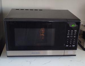 BLACK+DECKER EM031MB11 Digital Microwave Oven for Sale in Los Angeles, CA