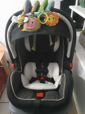 Baby car seat for Sale in Palmdale, CA