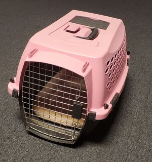 Pet Kennel, Dog / Cat Kennel, Carrier, Pink for Sale in Hemet, CA