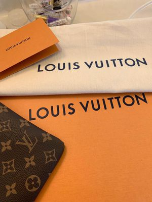 AUTHENTIC LOUIS VUITTON DAILY POUCH (CLUTCH) for Sale in St. Louis, MO