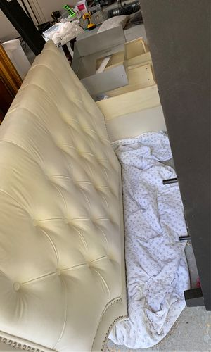 Queen bed with storage----FREE- must pickup today for Sale in Macomb, MI