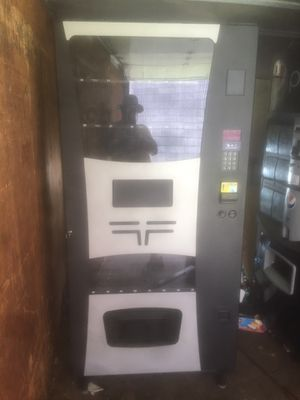 Wittern Futura combo vending machine with credit card reader option for Sale in Atlanta, GA