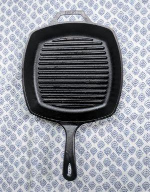 LODGE Cast Iron Pan for Sale in Fairfax, VA