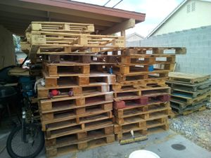 Free good condition pallets for Sale in North Las Vegas, NV