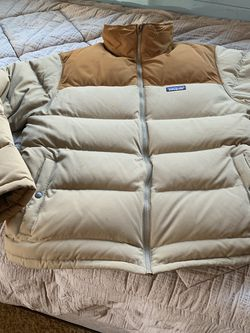 Patagonia Down Coat (large) for Sale in Snohomish,  WA