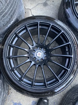 Rims 18 black the tires have like 70 percent life for Sale in Bell Gardens, CA
