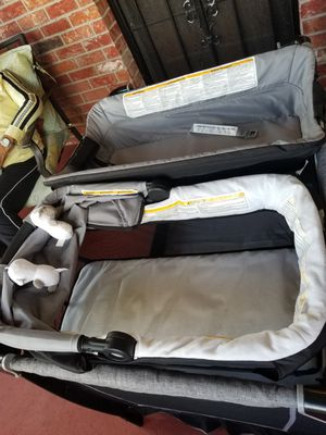 Pack and play with bassinet Changing table for Sale in Miami, FL
