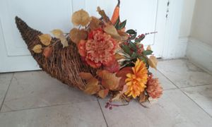 Large Brand new Cornucopia FALL Thanksgiving Home Decor $20 Asking Retailed at $60 for Sale in Lynbrook, NY