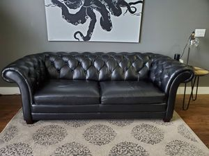 Vintage Chesterfield style couch for Sale in Miramar, FL