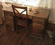 Oak desk w/chair for Sale in San Bernardino, CA