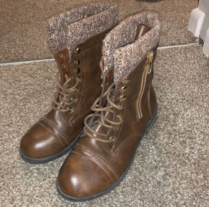 Brown boots girls size 4 for Sale in Fort Lauderdale, FL