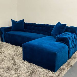 Modern tufted sectional sofa couch for Sale in Miami, FL