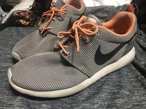 Nike roshe men's shoes size 9.5 for Sale in Phoenix, AZ