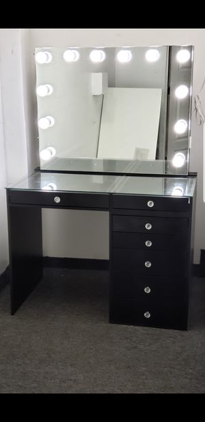 Makeup vanity for Sale in Oakland Park, FL