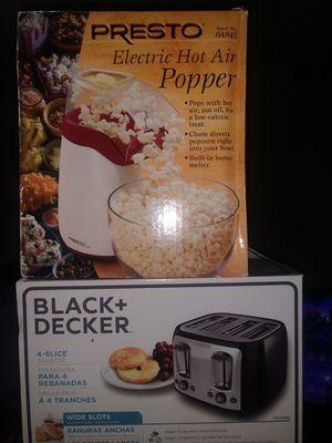 Popcorn popper and Toaster (4slice for Sale in Alvarado, TX