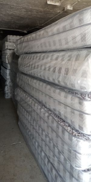 Queen size mattress and box for Sale in Phoenix, AZ