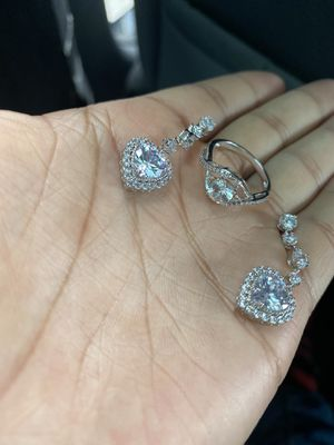 Diamond earrings and ring for Sale in Columbus, OH