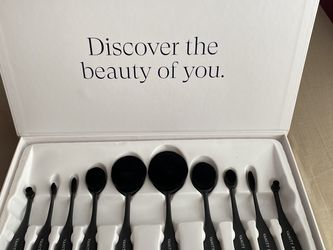 Blend Party Oval Makeup Brush Set for Sale in Fort Myers,  FL