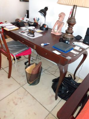 Desk with chair for Sale in Hollywood, FL