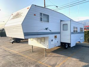 2001 travel trailer fifth wheel for Sale in Los Angeles, CA