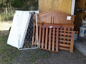 Crib converts in to a twin bed. for Sale in Lake Wales, FL