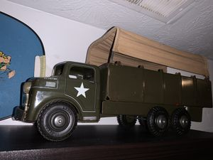 Vintage antique Marx Wyandotte army troop toy truck tin lithograph and steel for Sale in Indianapolis, IN
