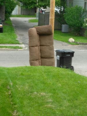 Free no bugs just got new stuff out side come get for Sale in Newark, OH