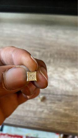 14k diamond earrings for Sale in Alexandria,  VA