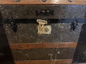 Antique chest for Sale in Doubs, MD