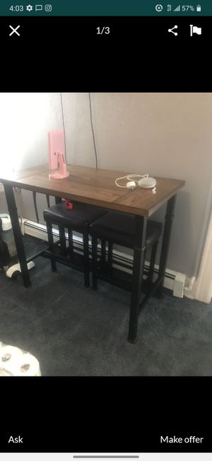 Kitchen table high top with 2 stools for Sale in Brooklyn, NY