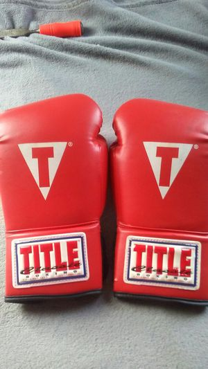 New title sparring/heavy bag. Boxing gloves for Sale in Cleveland, OH