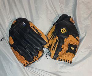 Wilson baseball gloves for Sale in Saginaw, TX