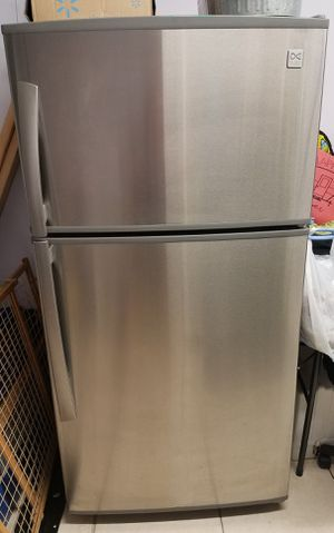 DAEWOO STAINLESS STEEL REFRIGERATOR for Sale in Miami Gardens, FL