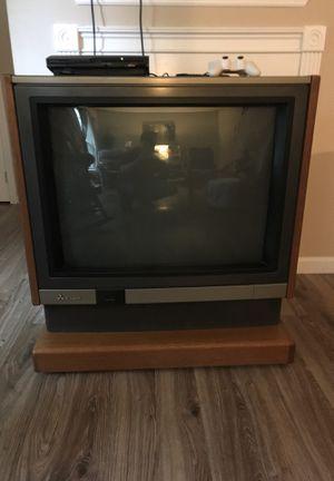 Free 32 inch console tv Mitsubishi for Sale in Chickamauga, GA