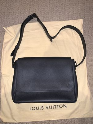 Brand new Louis Vuitton side bag for Sale in Irvine, CA