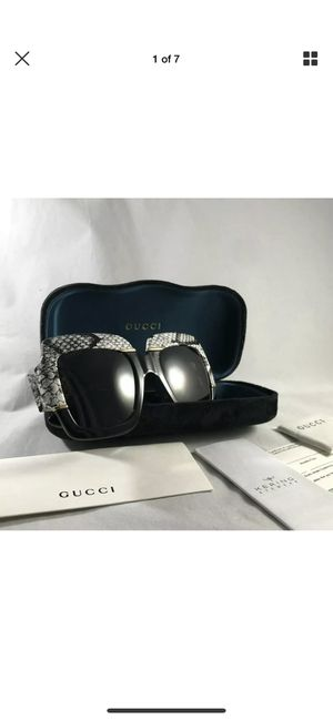 Authentic Gucci sunglasses very stunning 🕶 for Sale in Boston, MA