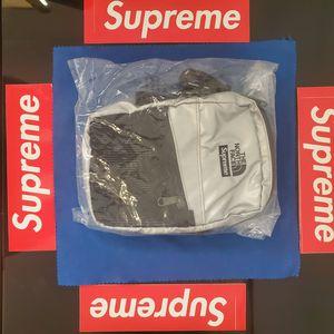 🔥 SUPREME x NORTHFACE REFLECTIVE SHOULDER BAG SS18 🔥 for Sale in Hemet, CA
