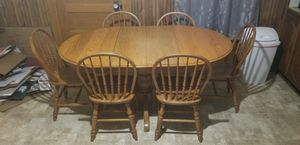 6 person kitchen table with 2 leaves for Sale in Princeton, MN