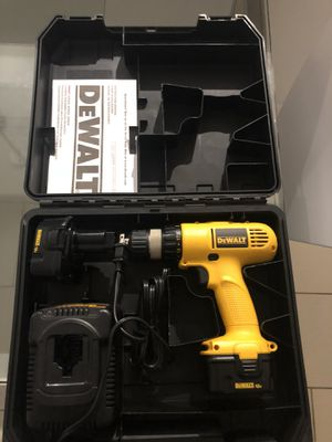 Selling electric drill for Sale in Miami, FL
